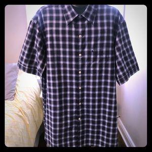 IZOD SHORT SLEEVE Button Down Shirt. Size M